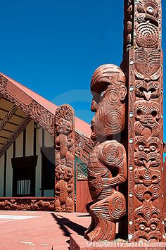A Tekoteko is a Maori Statue, outside the Ohinemutu Wharenui, which is a Meeting House ~ Rotorua, New Zealand australia Maori Tattoos, Polynesian Tattoos, Small Tattoos With Meaning, Cute Small Tattoos, Maori Tribe, Sunflower Tattoo Small, Maori Tattoo Designs, Maori Art, Tattoo Motive