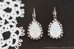 Weisse Opal Ohrringe mit Strasssteinen Antik Versilbert - Small Treats Drop Earrings, Jewelry, Fashion, Bridesmaid Earrings, Bridesmaids, Jewellery Making, Moda, Jewels, Fashion Styles
