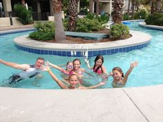 The lazy river was awesome....<3 #brettrobinson