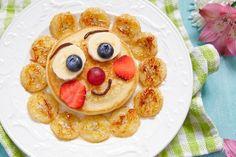funny breakfast pancakes with fruits for kids - Healthy Food Art Santa Pancakes, Fruit Pancakes, Breakfast Pancakes, Pancakes Kids, Cute Breakfast Ideas, Funny Breakfast, Breakfast For Kids, Breakfast Healthy, Healthy Meals For Kids