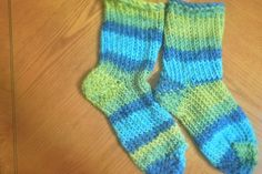 This tutorial shows you how to make your own slipper socks using the handy knitting looms available just about everywhere. They're great if you have no knitting skills.