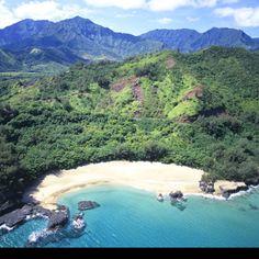 Lumahai Beach, North Shore, Kauai, Hawaii     hawaii-property.com