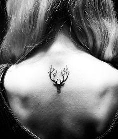 Хочется нарисовать на себе что-то этакое, знаковое. Но опасюк сразу рисовать себе дракона во всю спину и миллион алых роз на плече. Начни с малого - мы наш