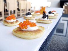 1. Potato pancakes with red caviar and sour cream; 小薄餅抹魚子醬尬酸奶油;