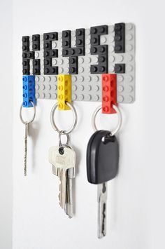 If you love DIY projects and LEGOs then this is the perfect thing for you! Check out this DIY LEGO key hanger by Felix Grauer! Lego Key Holders, Diy Key Holder, Key Holder For Wall, Card Holders, Deco Lego, Key Organizer, Cool Lego Creations, Ideias Diy, Lego Brick