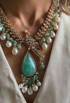 Diamond Choker, Diamond Jewelry, Gold Jewelry, Beaded Jewelry, Jewelery, Beaded Necklace, Simple Jewelry, Jewelry Design, Designer Jewellery