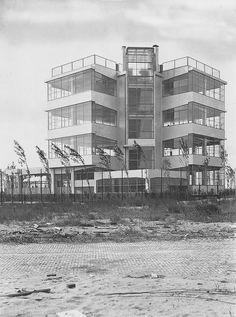 Jan Duiker en Bernard Bijvoet, Openluchtschool, Amsterdam 1927-1930