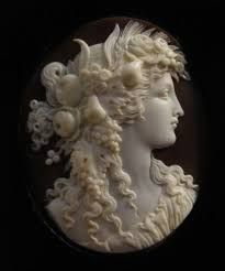 Sardonyx shell on wood mount, by (including wood frame), cameo is by ty, Judith Holland. via Antique Cameos Victorian Jewelry, Antique Jewelry, Vintage Jewelry, Sculpture, Ivoire, Jewelry Art, Silver Jewellery, Jewlery, Shells