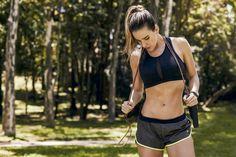 Definimos novas regras para secar a barriga: saem os abdominais tradicionais, entram os exercícios dinâmicos!