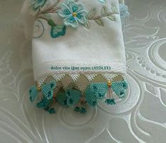 This Pin was discovered by HUZ Needle Lace, Bobbin Lace, Linen Towels, Lace Making, Lace Flowers, Quilling, Tatting, Needlework, Diy And Crafts
