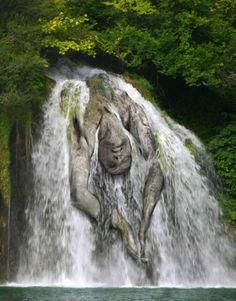 disturbing-photoshop-diving-waterfall.jpeg (620×793)