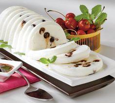 Cireşe cu frişcă | Retete culinare - Romanesti si din Bucataria internationala Romanian Food, Sweet Tarts, Creative Food, Panna Cotta, Good Food, Ice Cream, Cooking Recipes, Favorite Recipes, Sweets