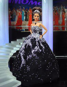 "Miss New Jersey 2011 – Vestido inspirado de Ximena Navarrete  ""Miss Universe 2010"",  por la diseñadora Marchesa Resort 2011"