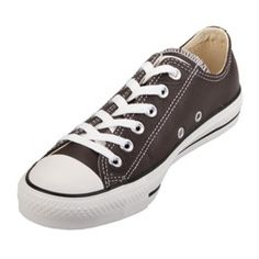 love the classic Converse low top. Converse Shoes Men, Converse Low Tops, Converse Style, Converse Fashion, Converse Chuck Taylor All Star, Converse All Star, Chuck Taylor Sneakers, Dr. Martens, All Star Shoes