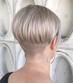 Short Wedge Hairstyles, Stacked Bob Hairstyles, Haircuts For Fine Hair, Gray Hairstyles, Pixie Haircuts, Short Stacked Bobs, Short Bobs, Shaved Nape, Shaved Sides