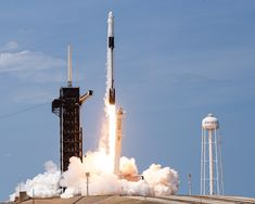 Spacex Falcon 9, Falcon 9 Rocket, Kennedy Space Center, Launch Pad, Nasa Astronauts, Space And Astronomy, First Humans, Spacecraft, Dragon