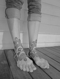 It's henna but I'd like it for real Henna Designs Feet, Henna Designs Easy, Unique Henna, Simple Henna, Henna Body Art, Henna Art, Mom Hairstyles, I Tattoo, Henna Tattoos