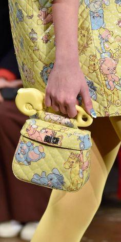 sports shoes 5985c 76e8e Jeremy Scott, Accesorios más IN en el Fashion Week NY Maletas, Vestimentas,  Carteras