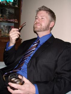 I love his complete look - the suit, shirt, tie, his hair and beard, the drink and pipe. What a handsome devil! Man Smoking, Pipe Smoking, Cigar Men, Gents Fashion, Pipes And Cigars, Sexy Men, Sexy Guys, Hot Guys, Complete Outfits