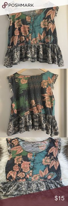 Ecoté ruffled floral crop top Floral, button detailing in front, adorable crop top (a little longer than a crop, can be just regular shirt length depending on your height). I'm 5'7 and it's a little above my hip bone. Ecote Tops Crop Tops