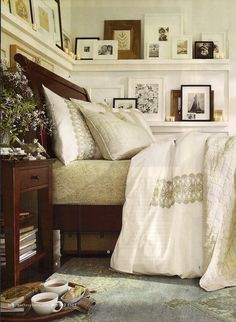 Decorating above the bed - Rustic & Woven