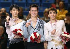 スケートカナダで優勝したパトリック・チャン(中央)、2位の羽生結弦(左)、3位の織田信成=川村直子撮影