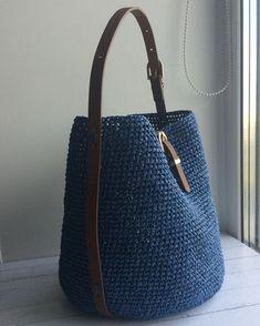 Best 12 Crochet Bag Pattern Design Ideas for This Summer Part 34 – SkillOfKing. Crochet Shell Stitch, Crochet Tote, Crochet Handbags, Crochet Purses, Free Crochet, Bag Pattern Free, Crochet Pattern, Drawstring Bag Diy, Drops Paris