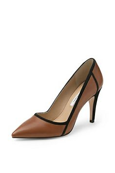 The classic work pump gets a promotion in the sleek Aki. http://on.dvf.com/18griVr