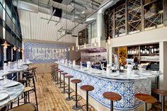 """O Bar Douro nasceu no final de Novembro no bairro londrino de Bankside, com petiscos tradicionais e uma longa lista de vinhos portugueses. O <em>Guardian</em> chamou-lhe uma """"pequena estrela""""."""