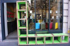 """Exposition éphémère de la collection """"Artistes"""" de Fabulem, marque de mobilier modulaire chic et cool !  Le 8 mars 2015, chez Contact Coiffure, 97 boulevard Raspail 75006 Paris. A l'entrée : des lems de L'étagère la plus longue du Monde ! http://urlz.fr/1Ib0"""