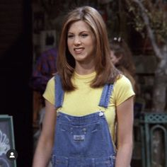 This outfit makes me want to write one of those I dressed like Rachel Green f Ra Monica Geller Outfits Dressed Green outfit Rachel write Estilo Rachel Green, Rachel Green Hair, Rachel Green Friends, Rachel Green Outfits, Rachel Green Style, Rachel Hair, Estilo Jennifer Aniston, Jennifer Aniston Hair, Jenifer Aniston