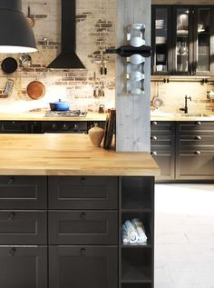 Ikea Metod kitchen: photos to create your kitchen Esprit bistrot dans la cuisine Ikea - Gray Espresso Kitchen Cabinets Black Kitchens, Home Kitchens, Kitchen Black, Ikea Kitchens, Nice Kitchen, Kitchen Dinning, Kitchen Decor, Ikea Metod Kitchen, Espresso Kitchen Cabinets