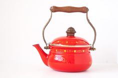 Gorgeous limited edition Asta West Germany Valentines Kettle by Fissler. The enamel kettle has never been used and is in perfect condition (see pics to appreciate). It even still has the original plastic cover for the spout.  There is a certificate included which states that only 1000 of these have been produced (this is number 195 of 1000). The bottom of the kettle also shows number 195 (see pic #5).  The kettle is a beautiful red enamel with gold hearts and dots pattern. The handle could…
