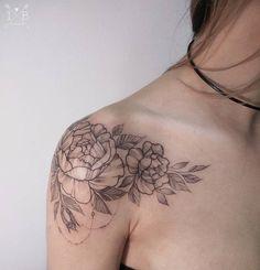 Schulter Rosen Tattoo von Irene Bogachuk Shoulder Rose Tattoo by Irene Bogachuk Tattoo Girls, Tattoo For Baby Girl, Girls With Sleeve Tattoos, Girl Tattoos, Tatoos, Tattoo Baby, Bone Tattoos, Body Art Tattoos, Tattoo Ink