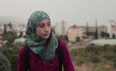 En este  vídeo se ve una chica que echa de menos su antigua vida, antes de la guerra, cuando todo era normal.