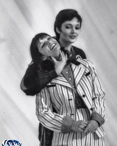 Superman II In between takes as their characters (Kryptonian exile Ursa and reporter Lois Lane, respectively), Sarah Douglas' throat grab turns into more of a tickle for Margot Kidder. Sci Fi Movies, Movie Tv, Superman Love, Superman Photos, Sarah Douglas, Christopher Reeve Superman, Superman Characters, Bonnie Tyler, Lois Lane