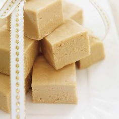 Fudge with maple (the best) - nourriture Maple Fudge Recipes, Syrup Recipes, Kfc, Ricardo Recipe, Canadian Food, Brunch, Christmas Cooking, Christmas Recipes, Vegetarian Chocolate
