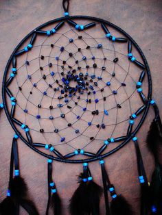 this is the pattern moms wants for the giant dream catcher! Large Black and Blue Dream Catcher by xsaraphanelia Blue Dream Catcher, Beautiful Dream Catchers, Making Dream Catchers, Dream Catcher Mobile, Romantic Cabin Getaway, Los Dreamcatchers, Suncatchers, Wind Chimes, Diy Projects