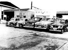 昭和29年ころ、松戸駅前に並ぶタクシー