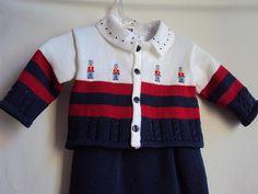 Conjunto Saída de Maternidade: Listrado de azul marinho, vermelho e branco com bordados de soldadinho. | by beijaflormodas