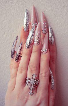 Incredibly long nails but I think they are beautiful! | BLΛCK SΛLIVΛ: nails