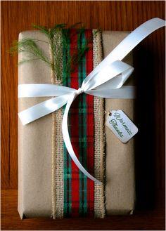gift wrapping ideas; Christmas decor