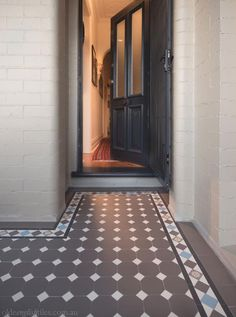 Olde English Tiles' gorgeous tessellated tiled floors can revitalise and transform a tired verandah into a spectacular, welcoming entrance to your home. Victorian Tiles, Victorian Terrace, Home Design Diy, House Design, Terrace House Exterior, House Exteriors, Front Verandah, Front Porches, Leadlight Windows