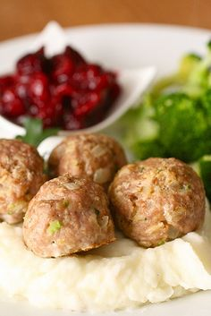 Herbed turkey meatballs with cranberry sauce, PERFECT for thanksgiving leftovers!