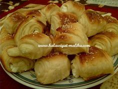 فطائر بالجبن رائعة لأكلات جدتي المقادير والطريقة بالصور في هذا الرابط: http://www.halawiyat-malika.com/2015/02/blog-post_19.html