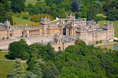 Aerial view Aerial view of Blenheim Palace - Jason Hawkes Aerial Photography English Manor Houses, English Castles, English House, French Castles, Palaces, Beautiful Homes, Beautiful Places, Blenheim Palace, Amazing Architecture