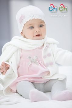 Baby Girl in pink Cute Little Baby, Baby Kind, Cute Baby Girl, Cute Babies, Baby Boy, Winter Baby Clothes, Baby Winter, Kids Winter Fashion, Kids Fashion