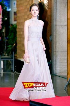 Go Ara, 'Entering with her goddess-like beauty' … Red carpet of the 49th Annual DaeJong Film Festival [KSTAR PHOTO]