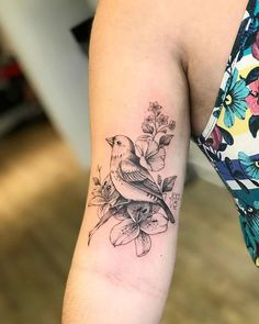 Find the tattoo artist and the perfect inspiration to get your tattoo. - Tattoo done by tattoo artist Vic Nascimento from Rio de Janeiro. Unique Tattoos, Cute Tattoos, Beautiful Tattoos, New Tattoos, Small Tattoos, Bird Tattoos Arm, Bird Tattoos For Women, Eagle Tattoos, Tattoo Bird