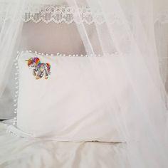 129 отметок «Нравится», 52 комментариев — Creative•Dekor•DIY•М-классы (@ichlora) в Instagram: «Не бойтесь баловать детей. ⠀ Сама я росла везунчиком и бабушкиным баловнем, и до сих пор с любовью,…» Tapestry, Home Decor, Hanging Tapestry, Tapestries, Decoration Home, Room Decor, Home Interior Design, Needlepoint, Wallpapers